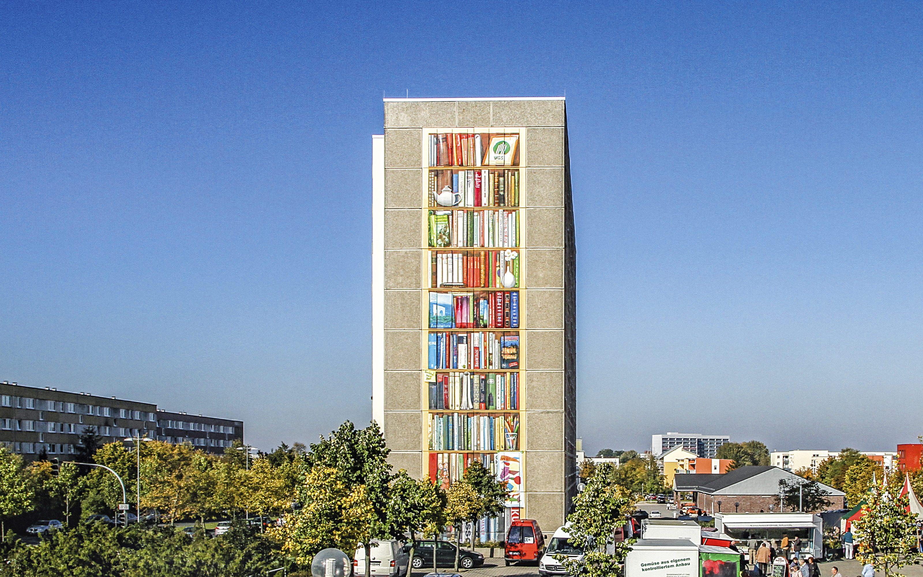 GRACO-Schwerin-Buchregal-Giebelgestaltung